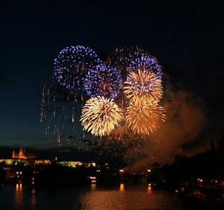 fireworks, sparkling wine